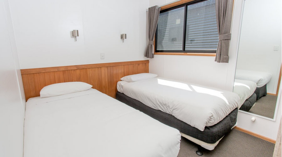 BIG4 Melbourne Accommodation Three Bedroom Deluxe Villa 8 berth 900px 12
